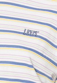 Levi's® - BOXY TEE - T-shirt con stampa - off-white/purple - 5