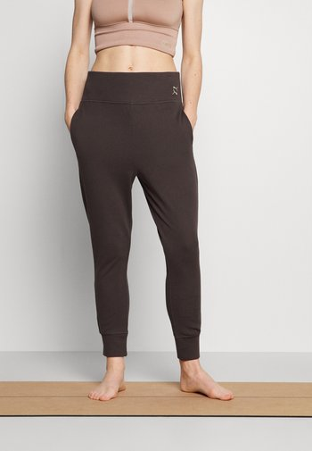 EXHALE JOGGER