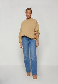 Levi's® - MELROSE SLOUCHY CREW - Sweatshirt - incense garment - 1