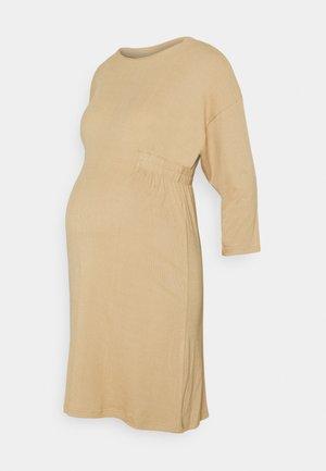MLASTRID DRESS - Pletené šaty - beige