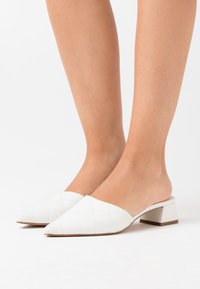 Topshop - LOLA QUILTED MULE TOP UP - Mules - white - 0