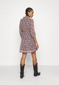 Vero Moda - VMBELLA DRESS - Denní šaty - ombre blue/bella - 2
