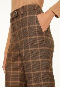comma - Trousers - black woven check - 3