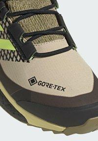 adidas Performance - TERREX FREE HIKER GORE-TEX PRIMEKNIT - Klatresko - beige - 8
