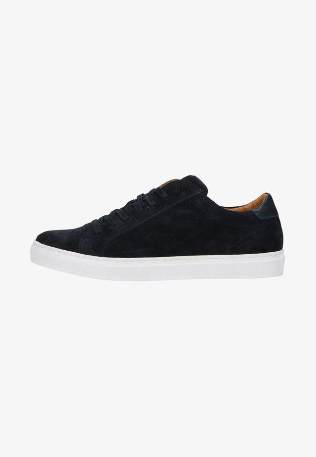 MIT WEISSER SOHLE - Sneakers laag - blau
