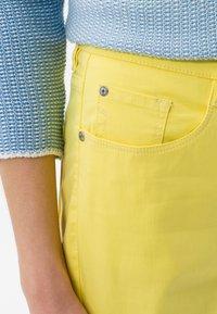BRAX - STYLE MARY - Pantalon classique - yellow - 3