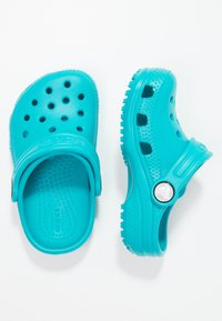 Crocs - CLASSIC UNISEX - Pool slides - turquoise - 1