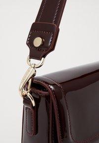 Valentino by Mario Valentino - BICORNO - Handbag - vino - 3