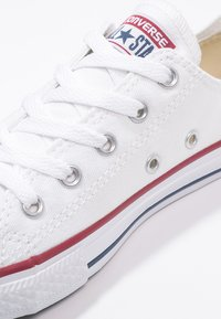 Converse - CHUCK TAYLOR ALL STAR CORE - Baskets basses - blanc - 5