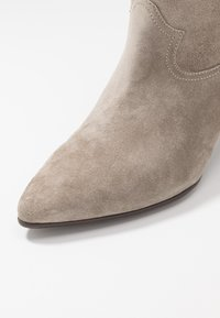 CLOSED - LICORICE - Cowboy/biker ankle boot - clay - 6