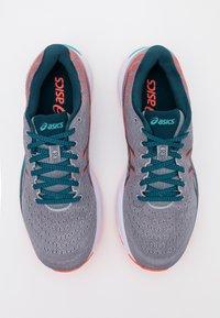 ASICS - GEL CUMULUS 22 - Neutral running shoes - piedmont grey/magnetic blue - 3