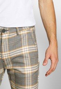 Gabba - PISA URBAN CHECK - Trousers - beige/orange - 4