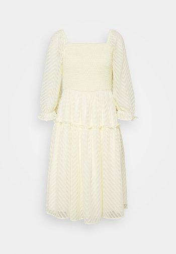 YASDEANNA 3/4 DRESS - Cocktailklänning - yellow