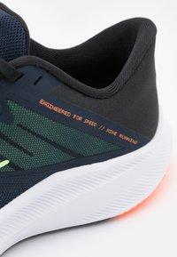 Nike Performance - QUEST 3 - Zapatillas de running neutras - obsidian/atomic orange/black/lime glow - 5