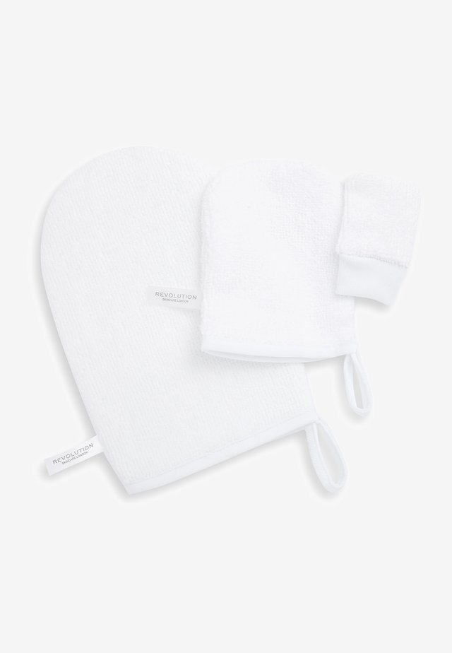 REVOLUTION SKINCARE REUSABLE SOFT CLEANSING MITTS - Make-up remover - -