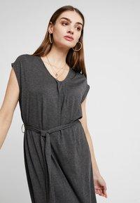 YAS - YASTAMMY DRESS - Sukienka z dżerseju - dark grey melange - 3