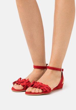 Sandály - lipstick