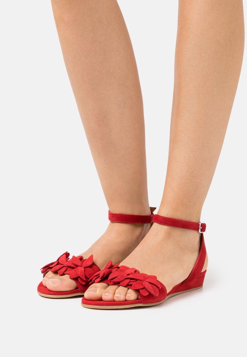 Tamaris - Sandals - lipstick