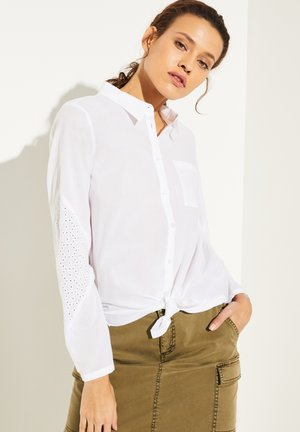 MIT BRODERIE ANGLAISE - Button-down blouse - white