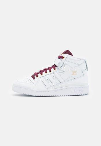 FORUM MID  - Sneakers alte - footwear white/victory crimson/matte gold