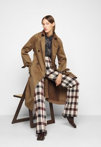 Victoria Victoria Beckham - TIE SLEEVE - Trench - fawn brown - 4