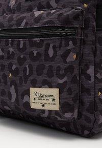 Kidzroom - DIAPER BAG KIDZROOM CARE LEOPARD LOVE - Taška na přebalování - black - 2