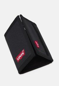 Levi's® - BATWING TRIFOLD WALLET UNISEX - Wallet - regular black - 3
