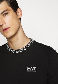 EA7 Emporio Armani - TEE COLLAR LOGO  - Print T-shirt - black - 7