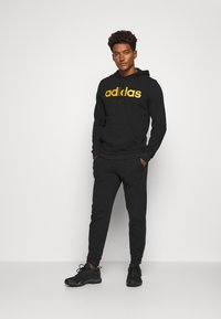 adidas Performance - ESSENTIALS SPORTS TRACKSUIT - Survêtement - black - 1