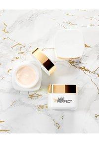 L'Oréal Paris - AGE PERFECT ANTI-AGING CREAM NIGHT - Anti-Aging - - - 2