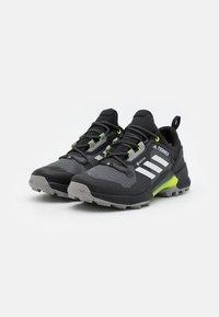adidas Performance - TERREX SWIFT R3 GTX - Hikingskor - core black/grey one/solar yellow - 1