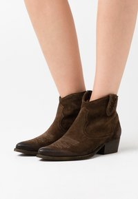 Felmini - WEST  - Ankle boots - marvin olive - 0