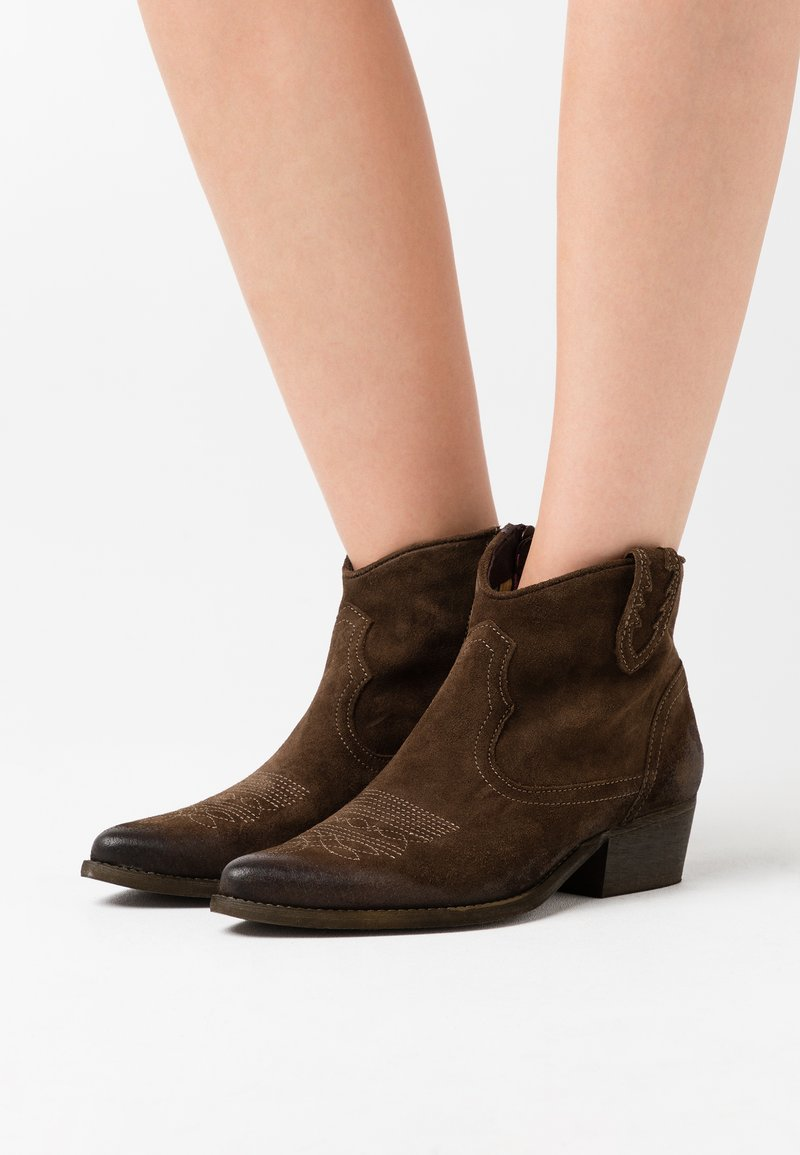 Felmini - WEST  - Ankle boots - marvin olive