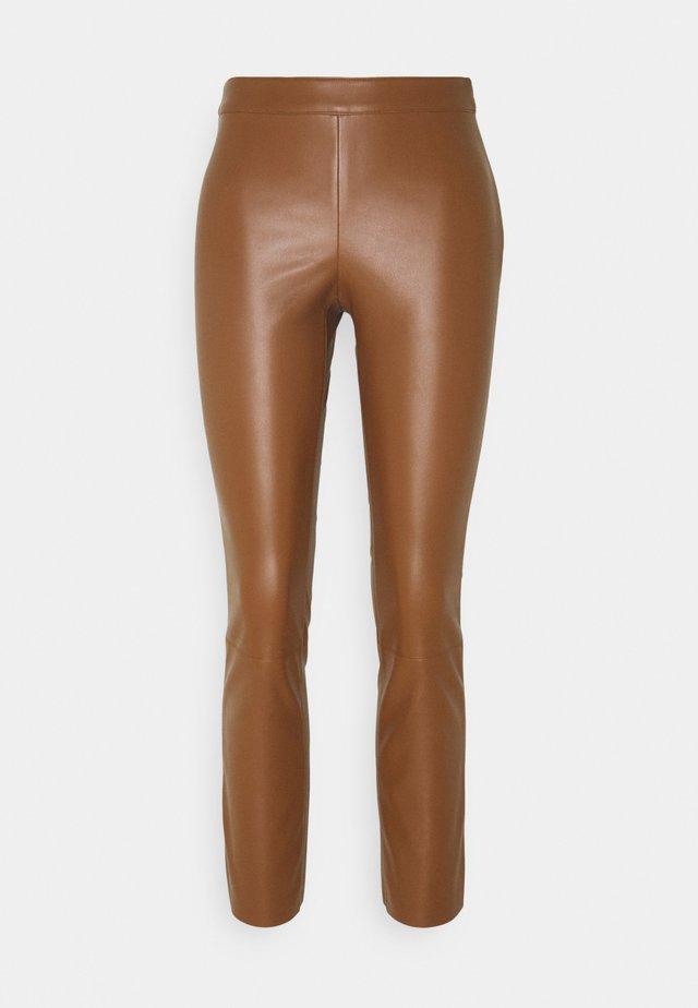 FREDDIE - Bukser - brown