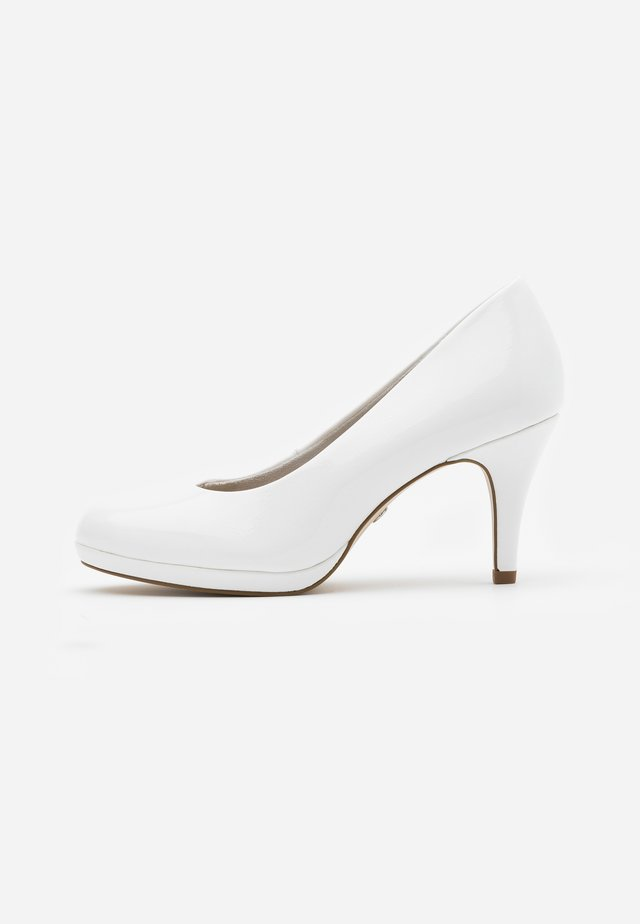 COURT SHOE - Tacones - white
