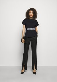 KARL LAGERFELD - LOGO TAPE - Pyjama top - black - 1