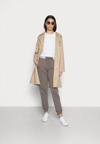 Calvin Klein Jeans - TRACK PANT - Teplákové kalhoty - dusty brown - 1