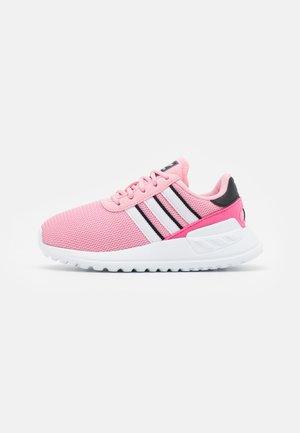 LA TRAINER LITE UNISEX - Matalavartiset tennarit - light pink/footwear white/core black