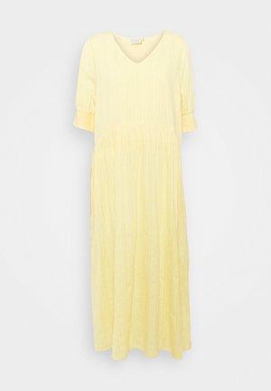 KASUKI MAXI DRESS - Maxi šaty - golden haze
