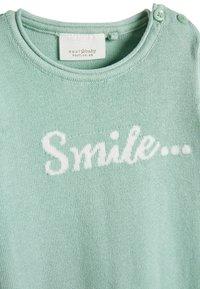 Next - MINT GOTS ORGANIC SMILE SLOGAN KNITTED ROMPER (0-12MTHS) - Jumpsuit - green - 2