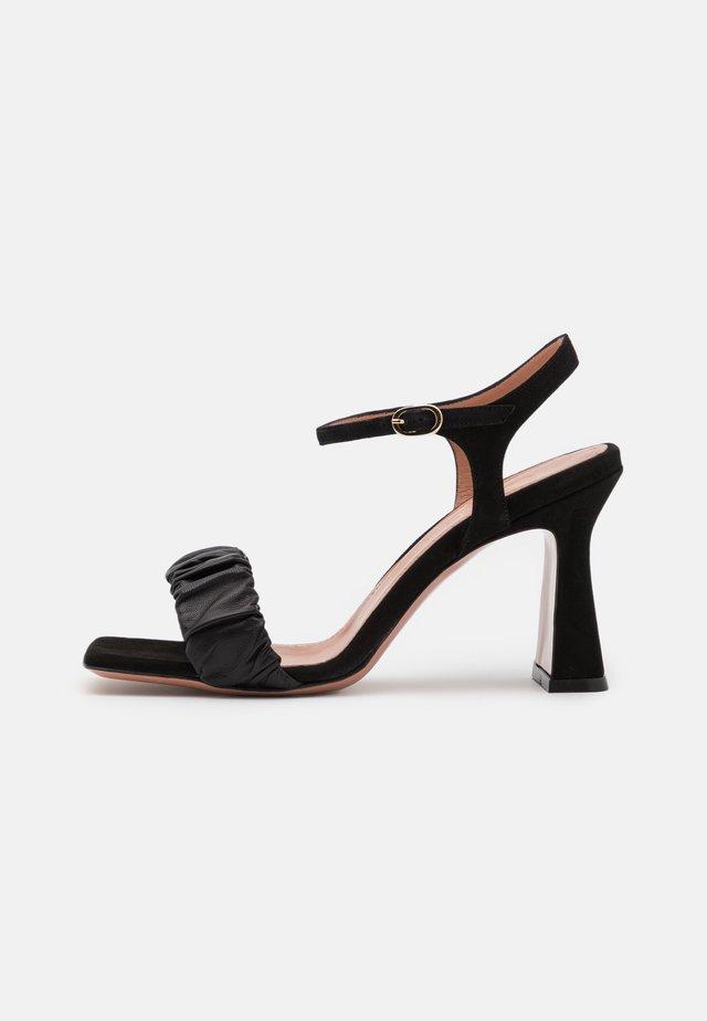 ALYSSA - Korolliset sandaalit - nero