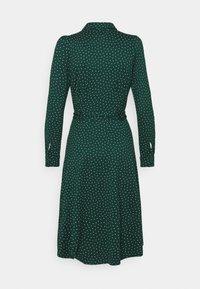 King Louie - SHEEVA DRESS LITTLE DOTS - Skjortekjole - pine green - 1