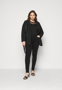 CAPSULE by Simply Be - PU BLAZER - Short coat - black - 1