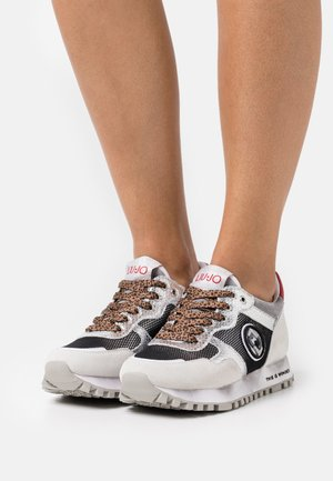 Trainers - silver/fuxia