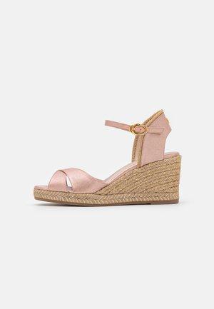 MIRELA - Sandály na platformě - rose gold