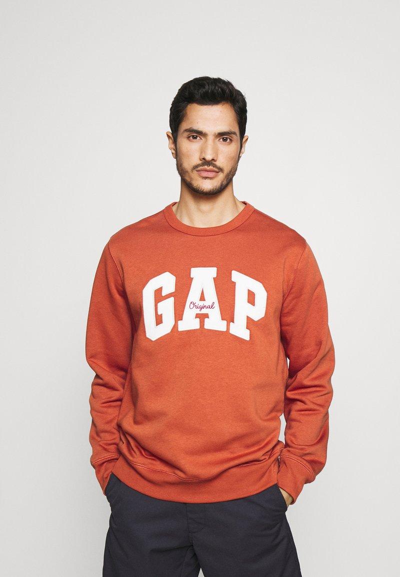 GAP - ORIGINAL ARCH CREW - Collegepaita - copper