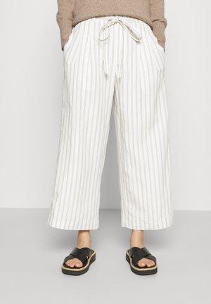 ANREANNAH - Pantalones - off white