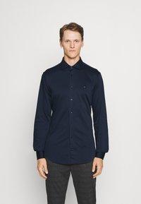 Tommy Hilfiger Tailored - SOLID SLIM SHIRT - Formal shirt - navy iris/white - 0