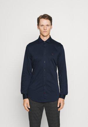 SOLID SLIM SHIRT - Camicia elegante - navy iris/white