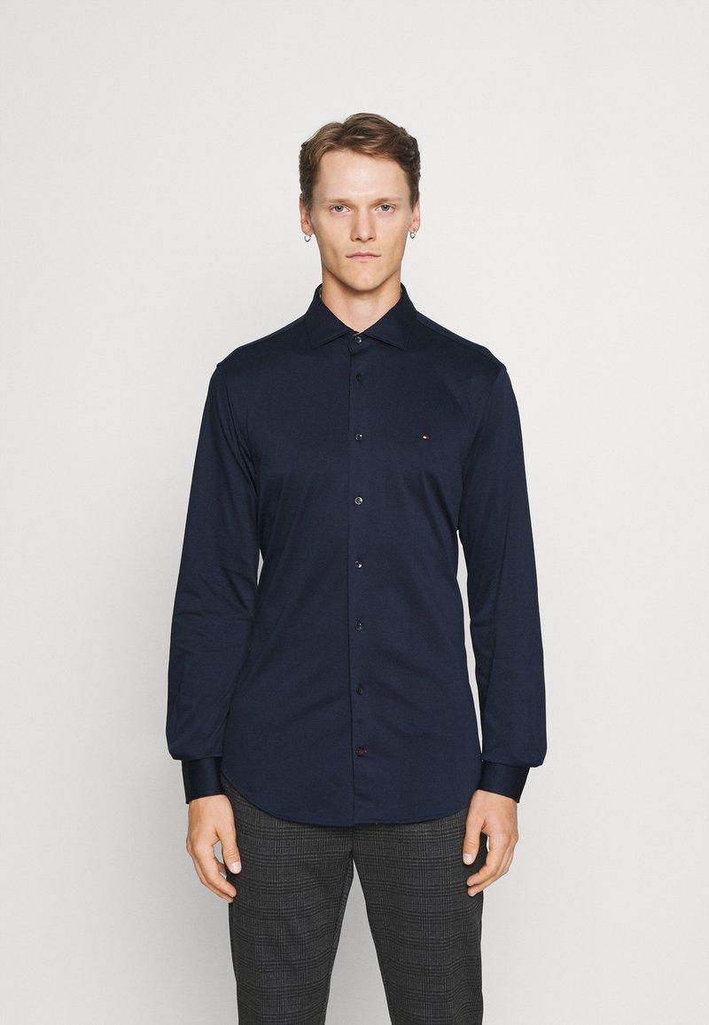 Tommy Hilfiger Tailored - SOLID SLIM SHIRT - Formal shirt - navy iris/white